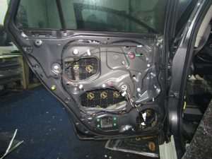 Шумоизоляция двери Toyota Avensis StopShum