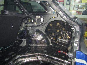 Шумоизоляция арок Toyota Avensis StopShum