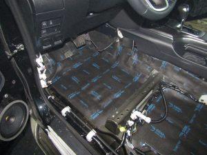 Шумоизоляция пола Toyota Fortuner StopShum