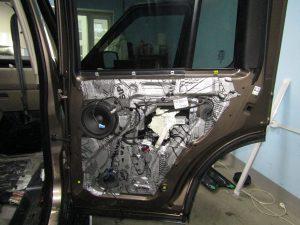 Шумоизоляция двери Land Rover Discovery StopShum